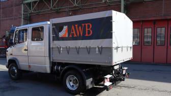 """Auf der Bauma präsentiert BPW die Möglichkeiten der Umrüstung mit der elektrischen Antriebsachse """"eTransport"""" an einem Mercedes Benz Vario mit Sonderaufbau der AWB Köln."""