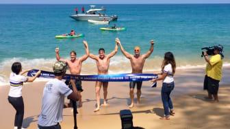 Svenskere svømmer rundt om Phuket