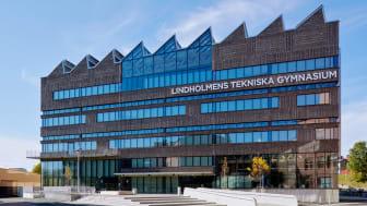 Lindholmens Tekniska Gymnasium i Göteborg med sin karaktäristiska silhuett.