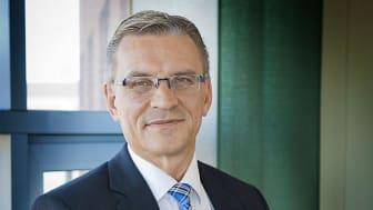 Ulf Lernéus vill se skärpta krav och utökad kontroll av begravningsbyråer.