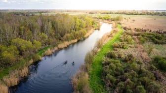 Auf der Rhinluch-Runde warten auf 35 Kilometern Uferlinien, mit Schilf gerahmte Kanäle und der flache Bützsee darauf, entdeckt zu werden. Foto: Heiko Rosteius.