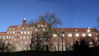 Hvitfeldtska gymnasiet är certifierad skola inom ramen för EPAS, Europaparlamentets ambassadörskoleprogram och utvalt att representera Sverige i EU-projektet Bridge the Pond.
