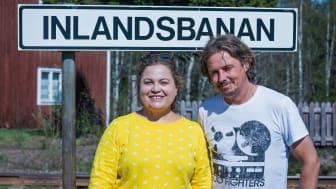 Kocken Susanne Jonsson botaniserar i inlandets kulinariska utbud tillsammans med P4 Västerbottens Gerhard Stenlund.