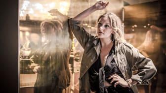 Imorgon, den 1 november framför Beatrice Jasz debutsingeln Passion för första gången på Clarion Hotel Amaranten!