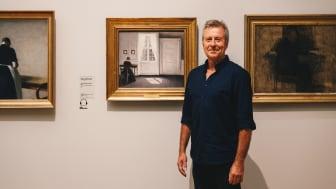 """Kunstdetektiven Peter Kær går på opdagelse i Vilhelm Hammershøis maleri """"En stue i Strandgade med solskin på gulvet"""" fra 1901"""