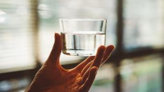 I Oslo, Bergen og Trondheim bruker hver innbygger i snitt 73 702 liter vann per år, sammenlignet med 64 921 liter per person i samtlige nordiske storbyer.
