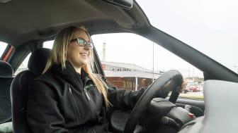 En av Opus Bilprovnings besiktningstekniker kommer och hämtar din bil, besiktar den och kör sedan tillbaka bilen till dig.