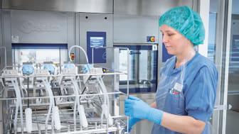 Steriltekniskt centrum nya rymliga lokaler täcker 2500 kvm på ett plan och ligger nära operationsavdelningar för snabba och säkra leveranser av steriliserade operationsinstrument.