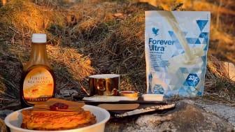Espen hittar på enkla, billiga och hälsosamma recept – och inte sällan med Forevers produkter i.