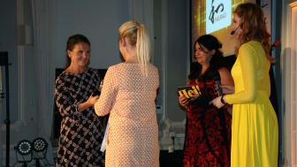 Anette Capocci på Yasuragi tar emot priset för Årets Miljöinitiativ. Foto Bibi Rydbacken