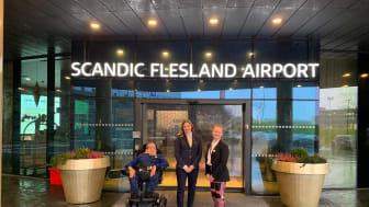 F.v. kandidat Ove Strømme, Birte Hevrøy, hotelldirektør på Scandic Flesland Airport og kandidat Rikke Ullmann.