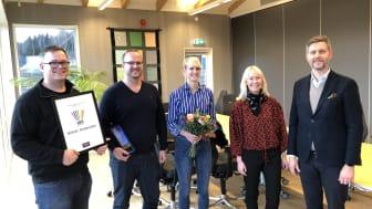 Karl, Nils och Kari Andersson överraskades av Kathrine och Mikael Löfberg som överlämnade Löfberg Family Business Award.