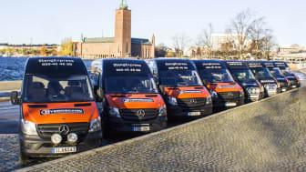 SlangExpress åtta servicebussar i Stockholm samlas för ett uppstartsmöte.
