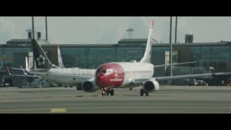 Boeing 737-800 takser på OSL.