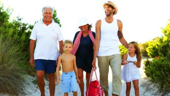 Der er masser af kvalitetstid for alle generationer, når den ældste generation tager børn og børnebørn med på ferie for at fejre en mærkedag. Planlægningen af rejsen er en vigtig del af familieoplevelsen