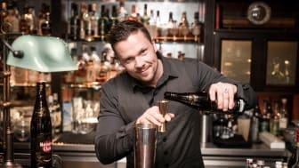 Christian Balke hinter der Bar