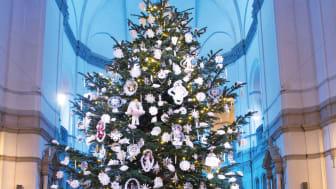 Julgranen i Nordiska museets stora hall. Foto: Peter Segemark/ Nordiska museet
