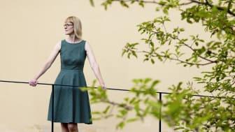 Forskaren Jenny Björklund har forskat om mammor i 2000-talets romaner som lämnar sina kärnfamiljer. Foto: Mikael Wallerstedt.