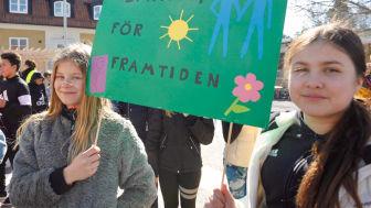 Barn i Snättringeskolan i Huddinge deltog i Jorden Runt Loppet för en bättre värld.