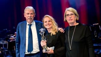 SKL:s vd Staffan Isling delar ut GötaPriset till Lena Olsson och Maria Klingberg, VGR