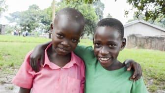 På Nankandula-skolan går det 450 elever. Genom Headons och Barnfondens gemensamma projekt har nu alla barnen tillgång till rent vatten varje dag.