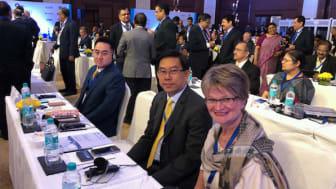 Ewa Andersen tillsammans med sparbankskollegor från Thailand