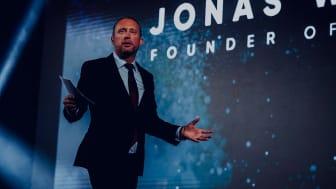 – Ibland segrar trots allt rättvisan. Det känns oerhört befriande och skönt att vi får någon form av upprättelse efter all den orättfärdiga kritik som vi fått utstå i svensk media. Det säger Crowd1 grundaren Jonas Werner.