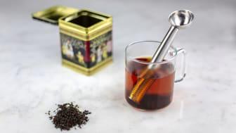 Skopa upp teet och ställ direkt ned i koppen