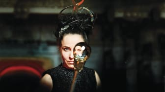 Black Madonna – glas, cirkus, stråkar