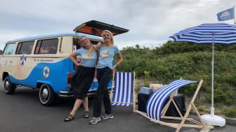 Matas-bussen rammer Villingebæk Strand med solcreme og gratis råd