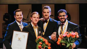 Teamet bakom Sally R under en prisutdelning på Västerås näringslivsgala Guldstänk där företaget utsågs till Årets Innovatör. Från vänster Viktor Kjellberg, Fredrik Edström, Anders Edström och Mohamad Omar Mansour