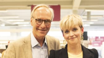 Tomas Bjöersdorff, verkställande chef på Erikshjälpen Second Hand och 2018 års Second Hand Profil, Anna Lidström. Foto: Patricia Franzén