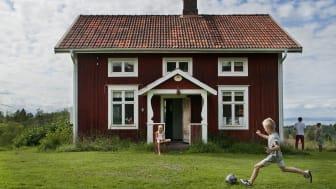 Svensk sommar lockar hälften av årets övernattningar från utlandet