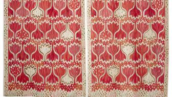 Röd Crocus av Ann-Mari Forsberg, gobelängvariant 272 x 334 cm i två delar. Vävd tillsammans med kollegorna Elsa Mörk, Eva Forslund och Helen Carlsson 2015. Foto: MMF AB