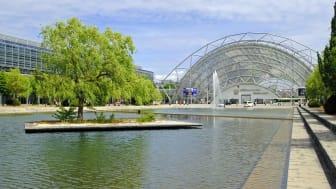 Blick zur Glashalle der Leipziger Messe