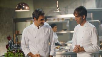 Roger Federer och Davide Oldani tillagar spaghetti al pomodoro.