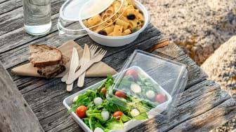 Matlådor och bestick av miljösmarta material.