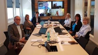 Förenade Cares verkställande ledning samt samordnande kvalitetsansvarig och revisorer. Några var på plats på Huvudkontoret i Malmö och några medverkade via länk.