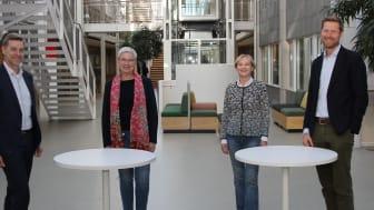 Fire direktører skal det neste halvåret utrede mulige samarbeidsmodeller. Fra venstre: Nils Morten Huseby (IFE), Greta Bentzen (NIVA), Kari Nygaard (NILU) og Lars Andresen (NGI). (Foto: NIVA)