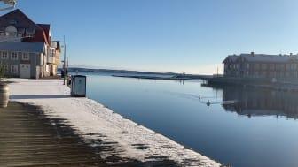 Blå himmel, blått hav, bild från Smögenbryggan i Bohuslän