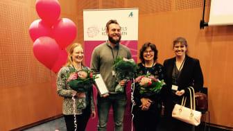 Glada vinnare Fr v Marie Hagelin Emilsson, Oskar Dixelius och Tatjana Lindståhl tillsammans med domaren Sara Claesson.