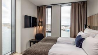 VÅKN OPP TIL RAMSALT UTSIKT: Hotellet ligger på kaikanten i Bodøs nye bydel midt i sentrum.