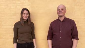 Julie Nielsen og Emil Winther Struve er begge arkæologer ved ROMU og redaktører på 2020-årbogen. Foto: Cille Krause/ROMU