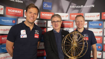 Tidligere sykkelproff Thos Hushovd, dekningsdirektør Bjørn Amundsen, Telenor, og daglig leder Knut-Eirik Dybdal i Arctic Race of Norway er glad for at en ny avtale er på plass.