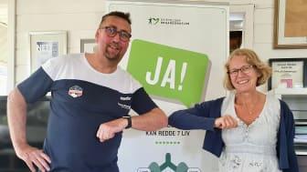 Daglig leder i Reistadløpet, Ivar Holand og Hege Lundin Kuhle, daglig leder i Stiftelsen Organdonasjon under signering