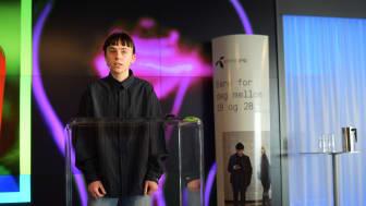 Elise By Olsen, verdens yngste moteredaktør, presenterte trender og vaner sett med en 17-årings øyne på pressemøtet i anledning lanseringen av Telenor Yng. (Foto: Martin Fjellanger)