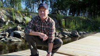 Leif Broberg är styrelsemedlem i Hafsta byalag.  – Den nya bryggan är en riktig trivselfaktor förr alla oss i Hafsta, säger han.