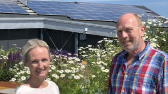 Cecilie og Erik Andre på takterassen i Karvesvingen 3