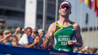 Richard Murray wins the 2017 Discovery Triathlon World Cup Cape Town men's elite race