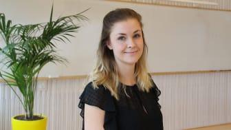 Julia Boman har en branscherfarenhet som hjälper henne i rollen som supportmedarbetare på Hogia Redovisning och Revision, där arbetet handlar om att förstå kundernas flöden, den tekniska miljön de arbetar i och samverkan med andra program.